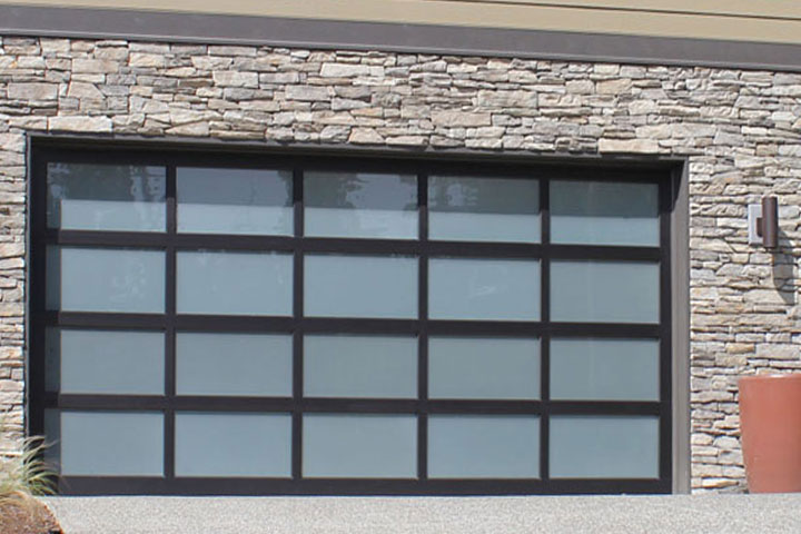 Modern Garage Doors - Solaris, Hormann